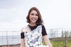Hoa hậu Tường Linh và mẹ mặc váy tái chế kêu gọi bảo vệ môi trường