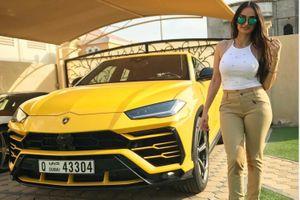 Nữ họa sĩ xinh đẹp sở hữu dàn siêu xe hàng triệu USD