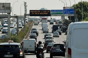 Nắng nóng kỷ lục, Paris cấm 5 triệu ôtô ra đường