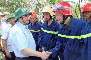 Thăm hỏi, động viên lực lượng tham gia chữa cháy rừng ở Hà Tĩnh