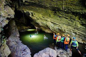 Thách thức khám phá hang Tú Làn trong 1 ngày: Lạc vào thế giới thần tiên
