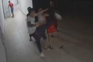 Công an xác minh thông tin cô gái bị đánh hội đồng ở chung cư lúc nửa đêm