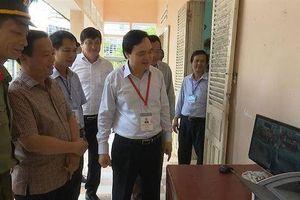 Bộ trưởng Phùng Xuân Nhạ kiểm tra công tác chấm thi tại tỉnh Bình Định