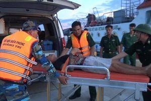 Vượt sóng cứu thuyền viên nguy kịch trên biển