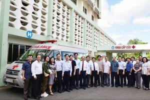 Tặng xe cứu thương cho Bệnh viện Đa khoa Phú Yên