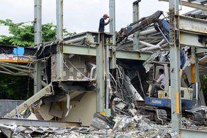 Cận cảnh tháo dỡ các công trình tại công viên 23-9