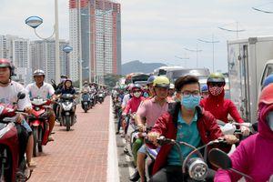 Giao thông ở Nha Trang hỗn loạn trong ngày đầu sửa cầu Xóm Bóng