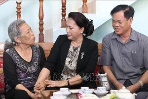 Chủ tịch Quốc hội thăm Mẹ Việt Nam anh hùng tại Phú Yên