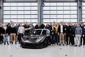 Porsche 935 2019 thân xe carbon trần gần 20 tỷ đồng