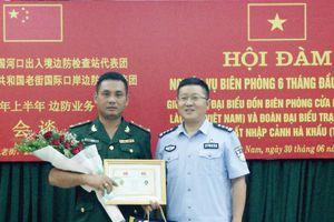 Đồn Biên phòng cửa khẩu quốc tế Lào Cai hội đàm định kỳ với Trạm kiểm soát Biên phòng xuất nhập cảnh Hà Khẩu