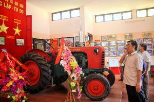 Chiếc máy cày ở Vĩnh Kim