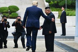 20 bước chân làm 'rúng động chính trường' thế giới của ông Trump