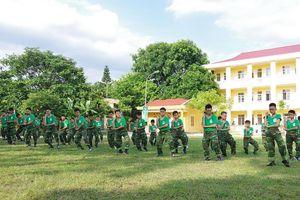Học sinh Quảng Ninh tập làm chiến sĩ