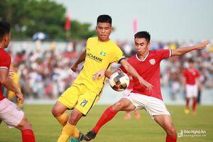 Hồng Lĩnh Hà Tĩnh hòa Sông Lam Nghệ An trên sân vận động mới