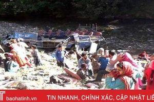 Xe buýt lao xuống hẻm núi ở Ấn Độ, ít nhất 33 người thiệt mạng