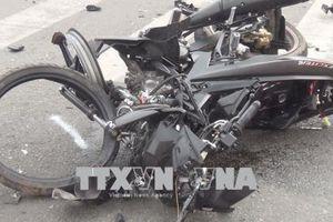 Xe máy tông vào cột điện lúc nửa đêm, hai người thương vong