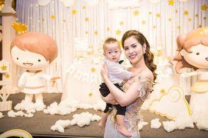 Bị gọi tên vì những status của vợ Việt Anh, Quế Vân lên tiếng đáp trả
