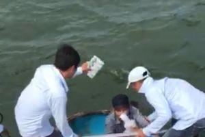 Quảng Ngãi: Tàu khách Chín Nghĩa 09 kịp thời ứng cứu 8 thuyền viên bị nạn trên biển
