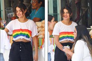 Selena tăng cân rõ rệt, vui vẻ đứng ăn trái cây ngoài phố ở Mexico