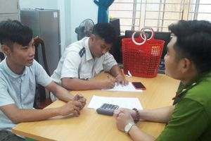 Đưa nam thanh niên đánh giày giá 'cắt cổ' 300 nghìn đồng vào trung tâm bảo trợ xã hội Đà Nẵng