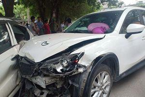 Thiếu nữ nhập viện cấp cứu sau tai nạn liên hoàn ở Hà Nội