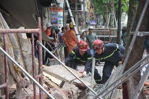 Hà Nội: Hiện trường ngổn ngang vụ sập nhà 2 tầng trên phố Hàng Bông