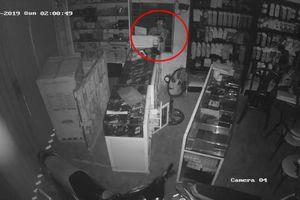 Tên trộm 'cuỗm' 80 điện thoại 'xịn' trong vòng 17 phút