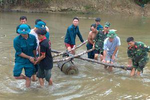 Phát lộ quả bom dài 1,2m nặng hơn 3 tạ giữa lòng sông
