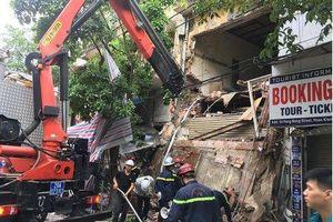 Hà Nội: Sập nhà 2 tầng trên phố Hàng Bông