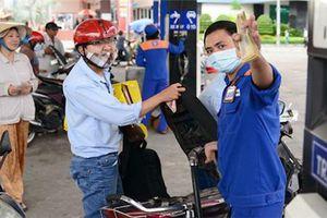 Xăng dầu tăng giá trở lại