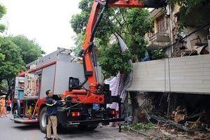 Hiện trường tan hoang nơi ngôi nhà bị sập trên phố Hàng Bông