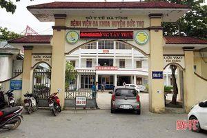 Trẻ sơ sinh thiệt mạng ở bệnh viện huyện: Bác sĩ và 2 nữ hộ sinh kéo đứt cổ bé rồi khâu lại