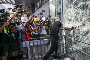 Trung Quốc ủng hộ điều tra hình sự đối tượng đập phá tòa nhà Hội đồng Lập pháp Hong Kong