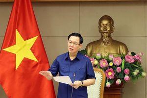 Phó Thủ tướng nhắc nhở về điều hành giá xăng dầu