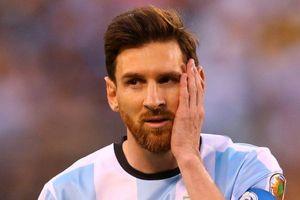 CĐV chế nhạo Messi sau thất bại toàn diện trước Brazil
