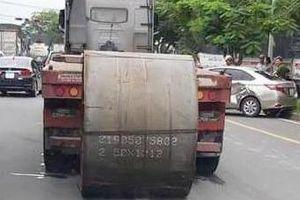 Cuộn thép 20 tấn rơi trúng ôtô con ở Sài Gòn, tài xế thoát chết