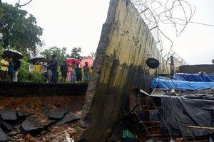 Sập tường kinh hoàng ở Ấn Độ