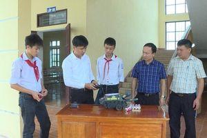 Thầy giáo Khương giúp học sinh đam mê, sáng tạo khoa học