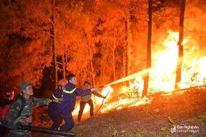 Nghệ An: Trao thưởng cho lực lượng cảnh sát Phòng cháy chữa cháy chiến đấu với 'giặc lửa'