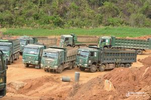 Nghệ An: Phát hiện nhiều máy móc, phương tiện 'khủng' khai thác trái phép đất