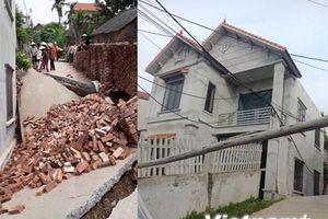 Hà Nội: 'Hố tử thần' nuốt đường khiến một ngôi nhà bị nghiêng lún