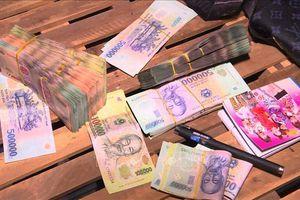 Nhân viên kế toán lấy tiền của Trạm BOT T1 đi đánh đề