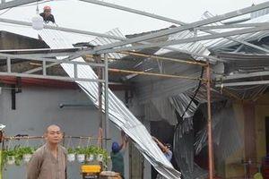 Lốc xoáy gây thiệt hại ngôi chùa ở Bạc Liêu
