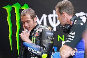 Đua xe mô tô: 3 lần bị tai nạn liên tiếp, đây là đoạn kết của huyền thoại Valentino Rossi?