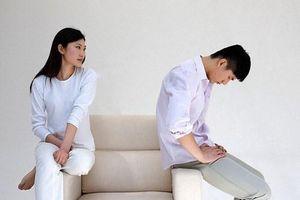 Suy sụp khi vợ ngoại tình và có con với sếp