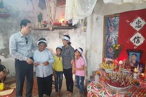 Trao 14 triệu đồng hỗ trợ gia đình nạn nhân tử vong do chìm tàu ở Nghệ An