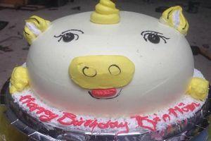 Nhìn hình trên mạng đặt bánh sinh nhật online, khách nhận được sản phẩm khiến ai cũng bất ngờ vì quá khác