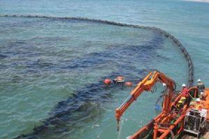 Tràn dầu trên tàu dịch vụ hậu cần nghề cá ở Phú Quý đã được kiểm soát