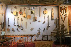 Lạc bước vào 'bảo tàng' nhạc cụ truyền thống giữa lòng Hà Nội