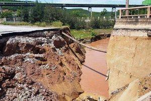 Cận cạnh hiện trường mặt cầu ở Thanh Hóa sụt xuống sông, hai người tử vong